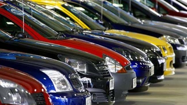 Более половины петербургских автовладельцев ездят на иномарках