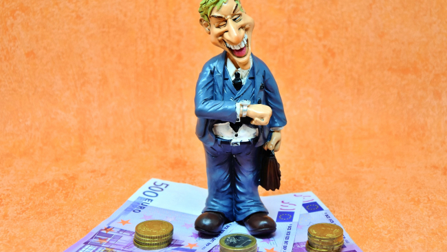 Орешкин: Няни и репетиторы будут платить налог в 6% от выручки