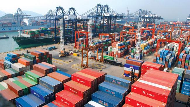 Власти КНР закрыли порт Гонконга от двух кораблей ВМС США