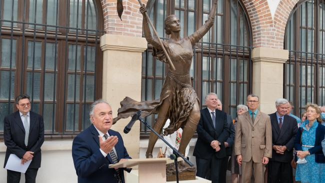 Франция передала Петербургу памятник Жанне дАрк