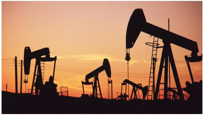 Мировые цены на нефть вновь опустились ниже $56 за баррель