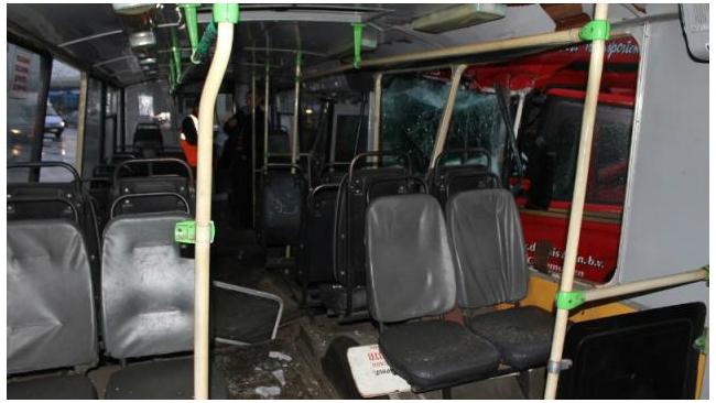 В столкновении автобуса с грузовиком в Петербурге пострадали семь человек