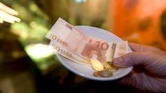 Евро продемонстрировал рекордное падение по отношению к доллару