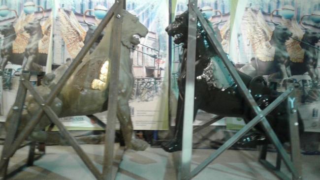 Грифоны с Банковского моста после реставрации станут темно-зелеными
