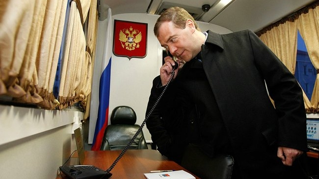 Дмитрий Медведев ждет предложений по снижению госдоли в банках России