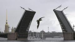 Дворцовый мост закроют для движения на все выходные