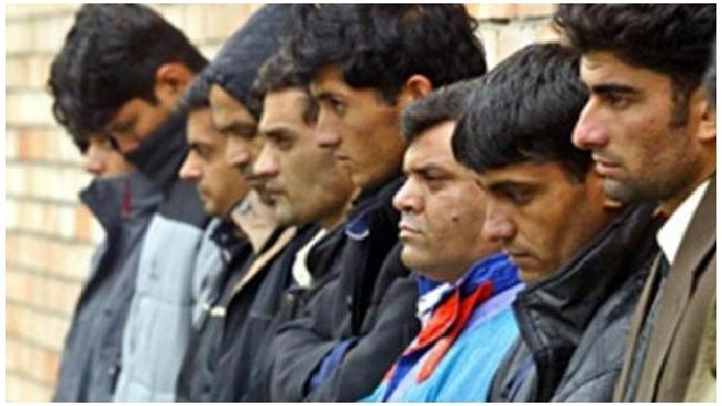 Полицейского, отпустившего участника массовой драки мигрантов, уволили из МВД