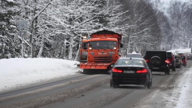 Дорожные службы Ленобласти перевели на усиленный режим работы