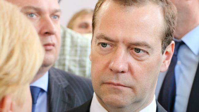 Медведев поручил все изменения в госпрограммы до 1 апреля