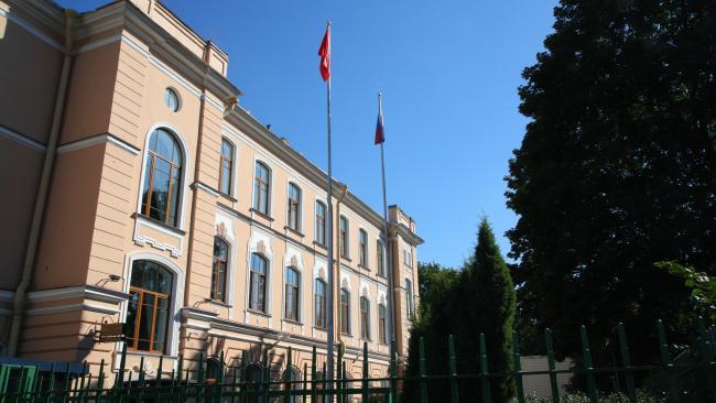 Школы Северной столицы с 1 сентября будут работать в очном режиме