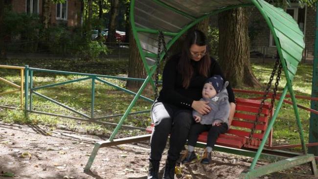 Петербурженка ведет борьбу за лекарство для своего сына, страдающего очень тяжелой болезнью