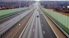 На бесплатной трассе М-10 «Россия» построят три надземных пешеходных перехода
