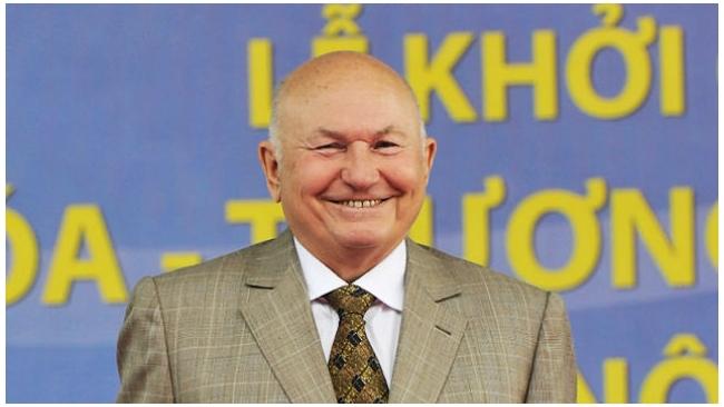 """Лужков предложил поставлять гречку и баранину проекту """"Едим дома"""""""