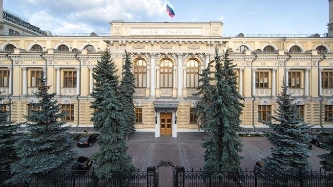 ЦБ: средняя максимальная ставка по рублевым вкладам банков снизилась до рекорда – 4,99%
