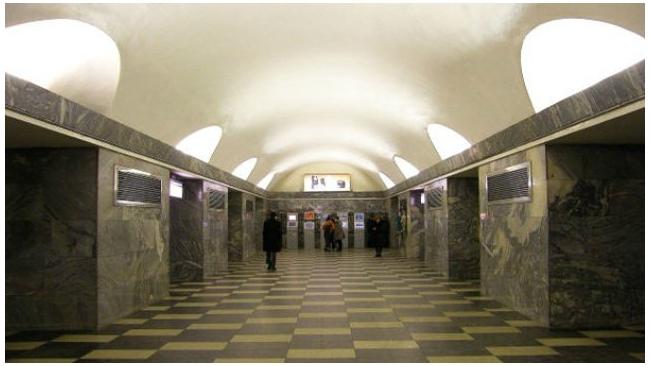 """Станция метро """"Чернышевская"""" закрыта из-за бесхозной сумки"""