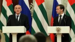Машину президента Абхазии обстреляли неизвестные