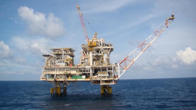 """""""Газпром"""" обнаружил на Сахалине крупнейшее месторождение нефти в Россиии"""