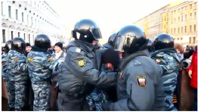 Петербургские депутаты хотят запретить митинги в центре города и рядом со зданиями госорганов
