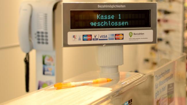 Инновации: снимать наличку клиенты банков смогут в магазинных кассах