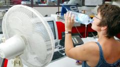 Роструд напомнил работодателям о режиме работы в жаркие дни