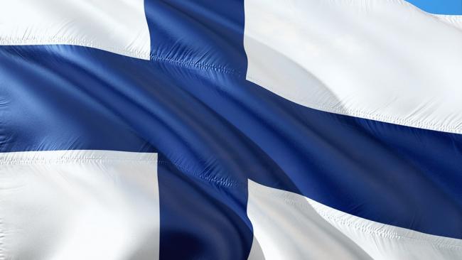 В Финляндии гражданам перестанут выдавать деньги
