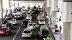 Полиция задержала семь таксистов после рейда в Пулково