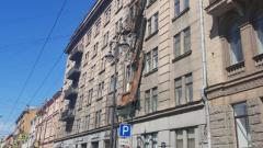 Демонтаж оставшихся на Кирочной балконов займет больше времени, чем предполагалось