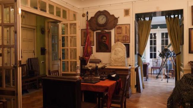 Петербургский коллекционер сделал из своей квартиры музей советской эпохи