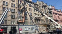 На Кирочной начали демонтаж обрушившихся балконов