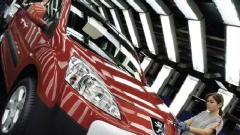 Peugeot Citroen сократит 8 тыс сотрудников и закроет завод во Франции