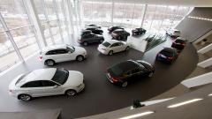 В Петербурге продолжают падать продажи легковых автомобилей