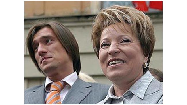 """Грузинский миллиардер продал сеть аптек """"Доктор Столетов"""" сыну Матвиенко"""