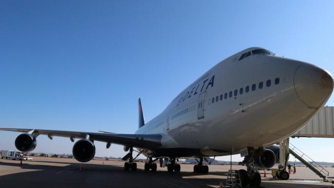 Delta решила не продавать билеты на средние сиденья в своих самолетах