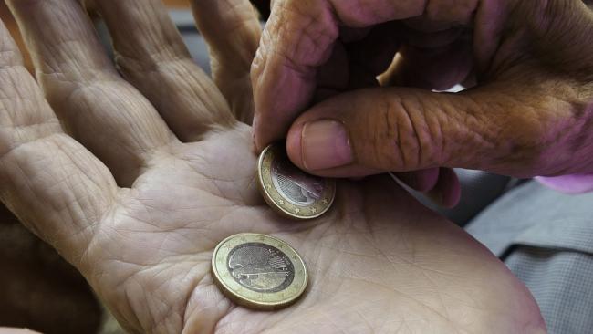 Не все так плохо: Медведев пообещал рост пенсионных отчислений