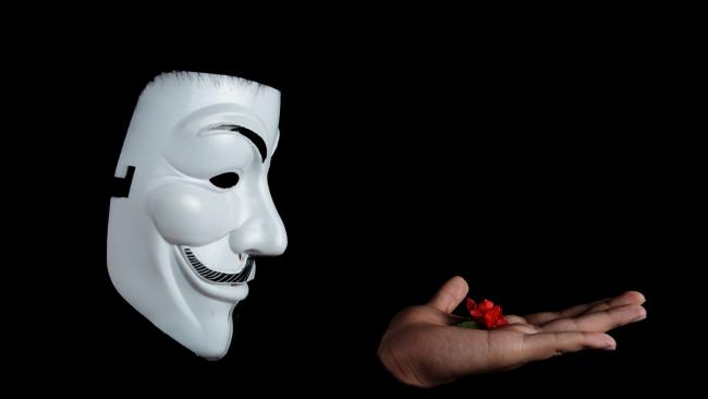 """Anonymous: Российские хакеры воспитывают """"протеже"""""""
