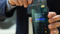 Visa и Mastercard обяжут банки выпускать только бесконтактные карты