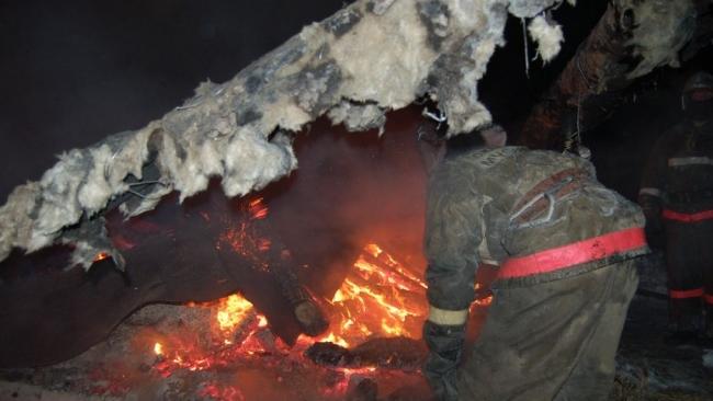 """Пожар на """"Ленформаше"""" в Петербурге вырос до 2 тыс. кв. метров"""