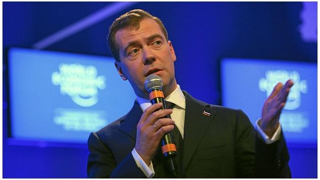 Медведев поручил правительству следить за рынком продовольствия