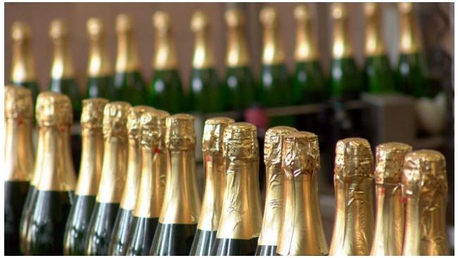 Магазины смогут продавать дешевое шампанское перед Новым годом