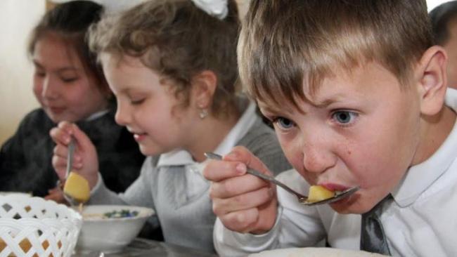 Организация питания в детских учреждениях Петербурга на грани катастрофы