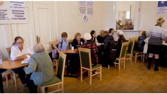 Петербургские пенсионеры узнали больше о ЖКХ в стенах библиотеки