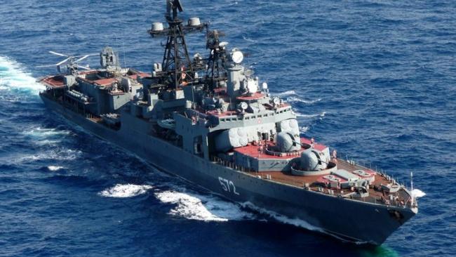 Крейсер ВМС США пересёк курс российского судна