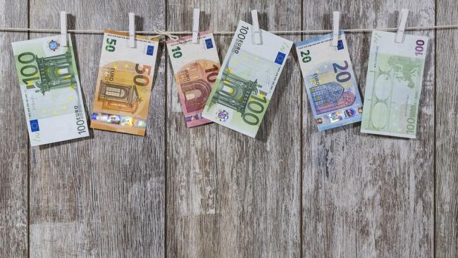 Положительное внешнеторговое сальдо еврозоны снизилось в мае до 16,5 млрд евро