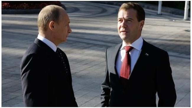 """Путин выдвинул Медведева на должность председателя """"Единой России"""""""