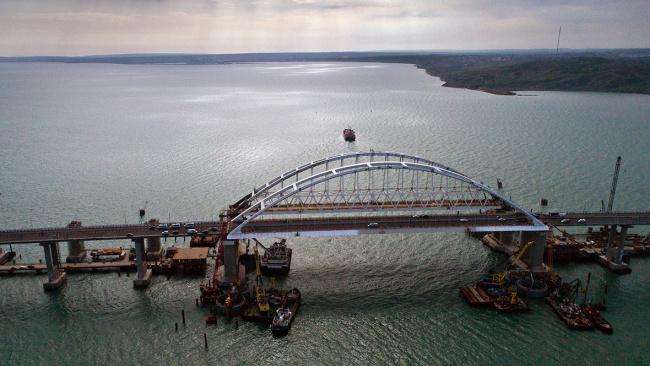 Киев заявил о неготовности рисковать военными кораблями в Керченском проливе
