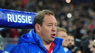 Сборная России по футболу осталась на 27-м месте в ежемесячном рейтинге ФИФА
