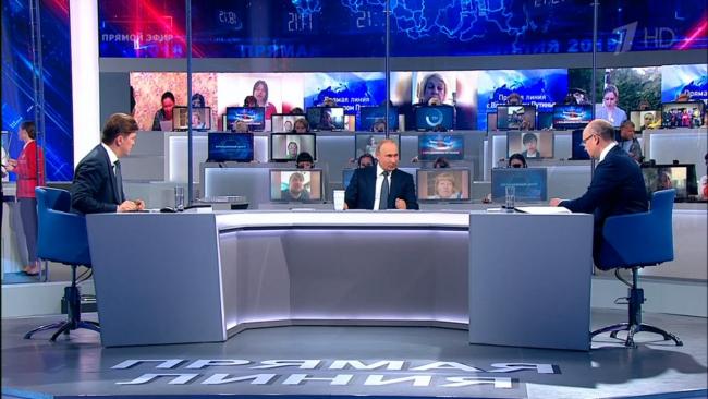 """Владимир Путин начал свою речь с """"белой"""" полосы России"""