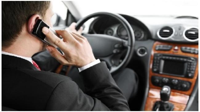 Штрафы за телефонные разговоры за рулем хотят ужесточить вплоть до лишения прав