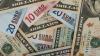 На пятничных торгах рубль уступил евро и доллару