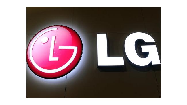 Компания LG показала изогнутый смартфон